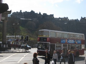 Lothian bus with Edinburgh Castel in the background